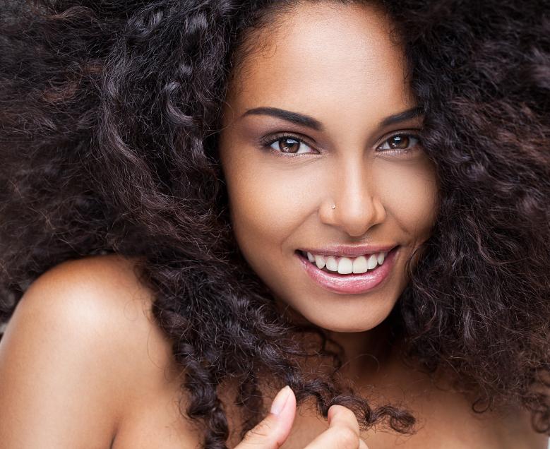 Cheveux bouclé en bonne santé
